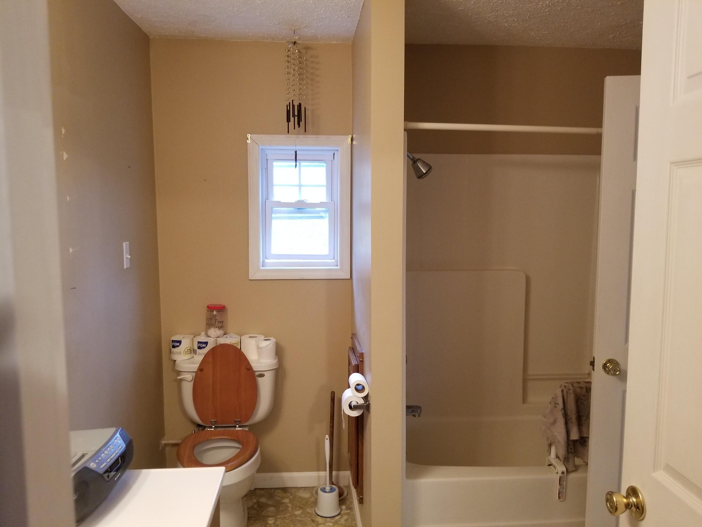 Home 60 acres rough river lake area kurtz auction for Bathroom auction sites